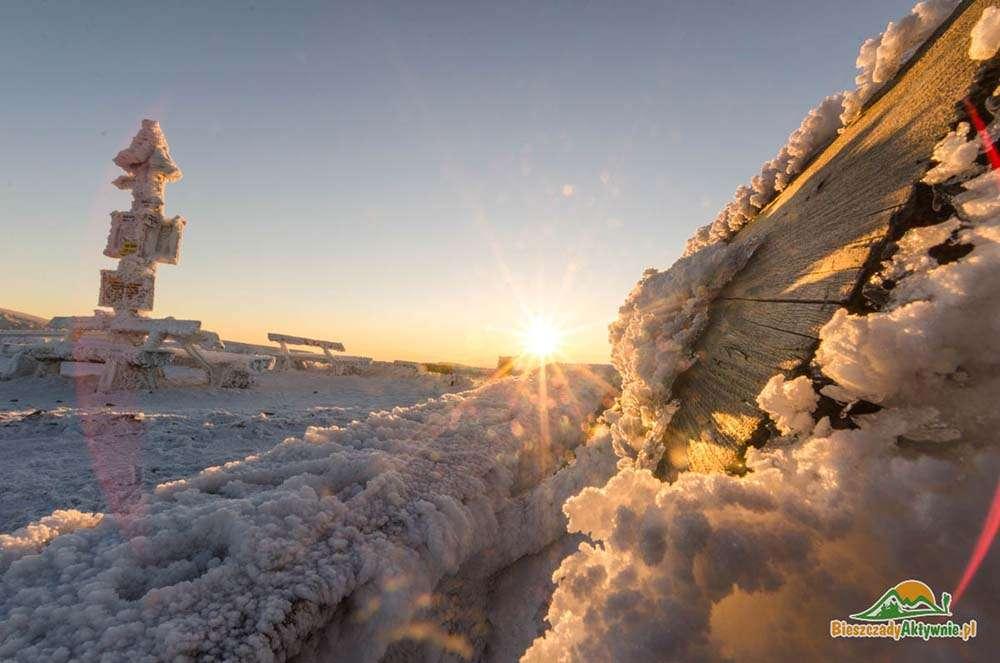 Śnieg na szczycie Małej Rawki.