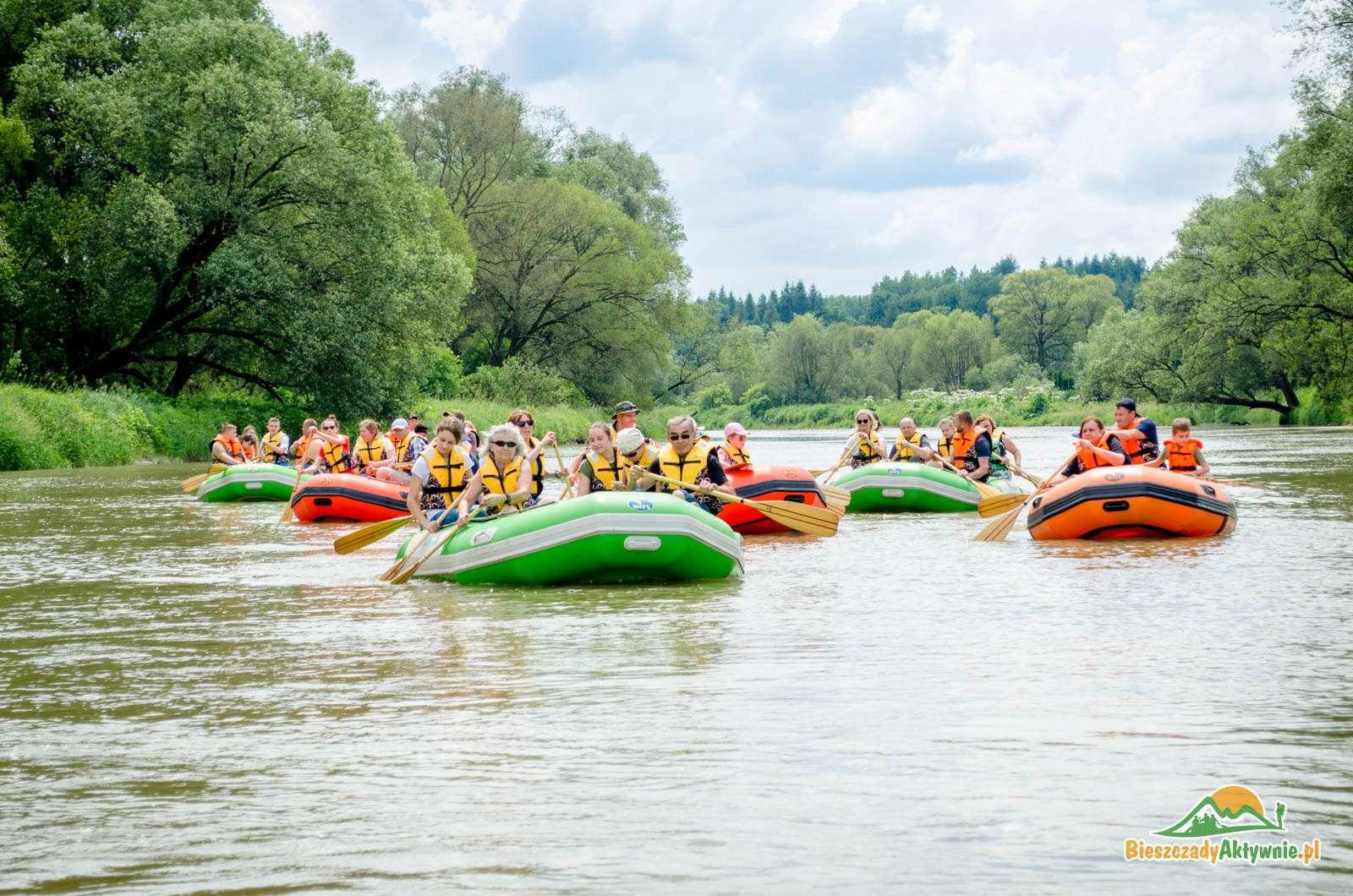 Spływy pontonowe dla osób indywidualnych a także grup zorganizowanych..