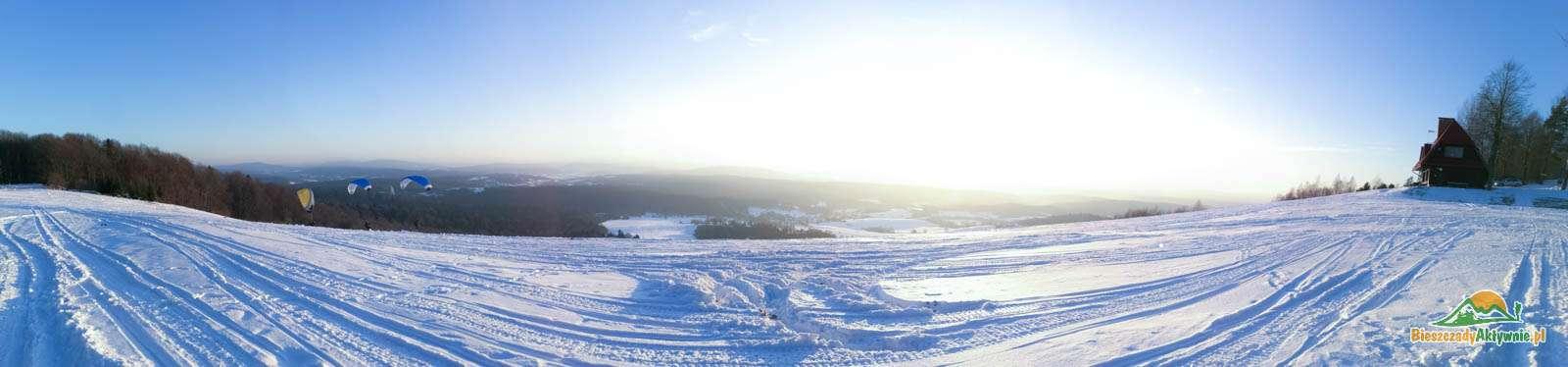 Panorama szybowiska w Bezmiechowej zimą.